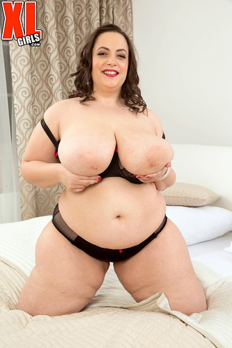 Mia Sweetheart – Mia is a Sweetheart Big Boobed plays with pussy – XL girls FullHD 1080p