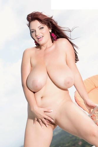 Joanna Bliss – A Busty Goddess In The Flesh HD