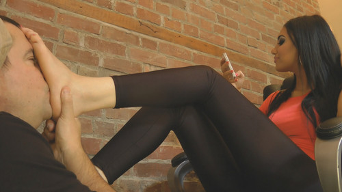 Noemi's Feet After Gym - (Full HD 1080p Version)