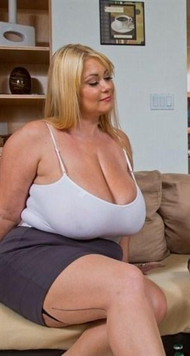 Samantha 38G – Busty Mom