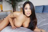 Jenaveve-Jolie-Latina-Big-Tits-56ohf1rlpn.jpg
